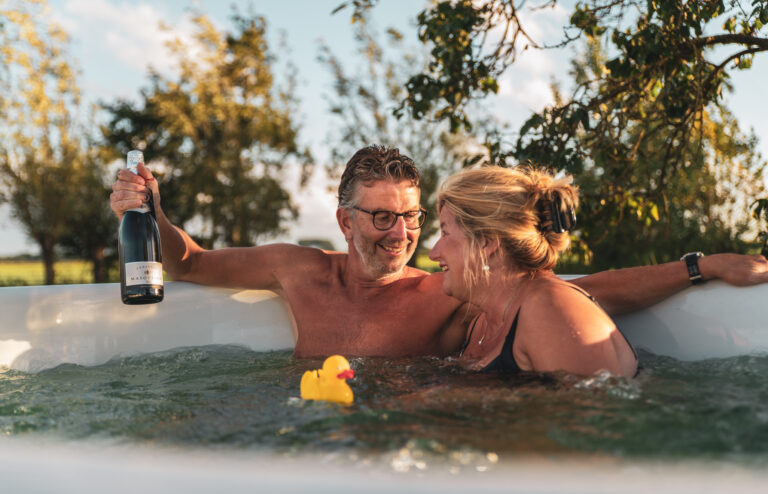 Datenight hottub ducktub Welvaere